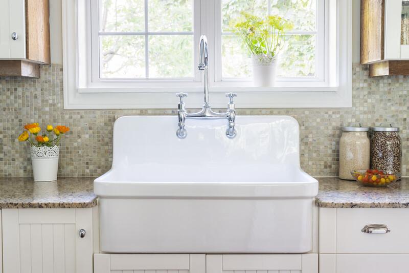 large farmhouse porcelain sink