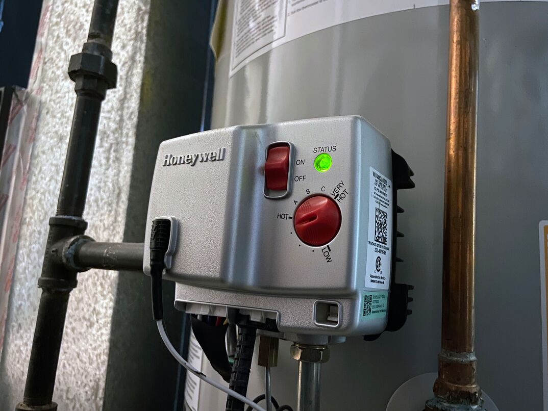Gas water heater temperature control