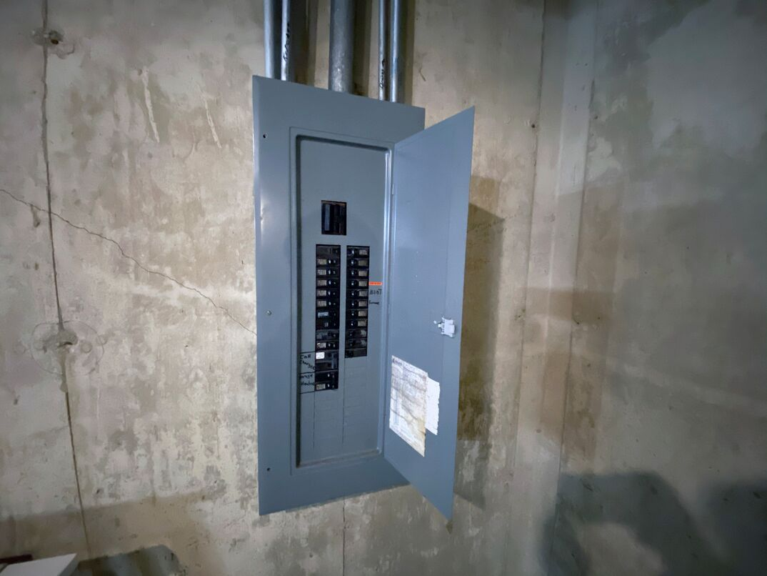 wide-shot of a residential 200 amp service panel