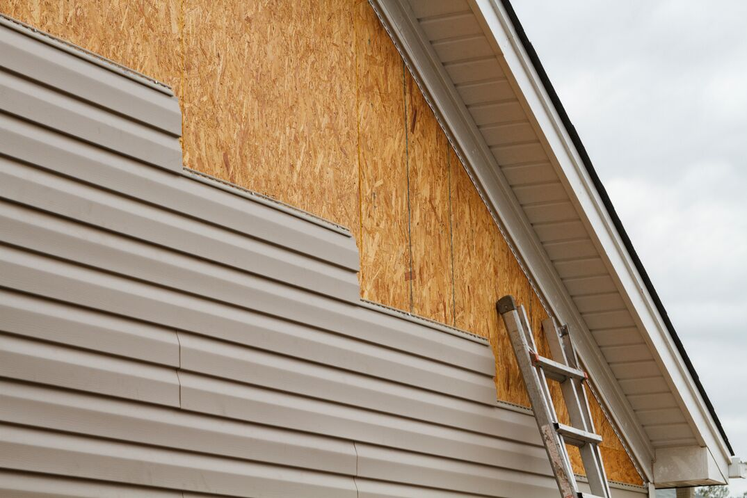 DIY Vinyl Siding Installation On A residential home In The South