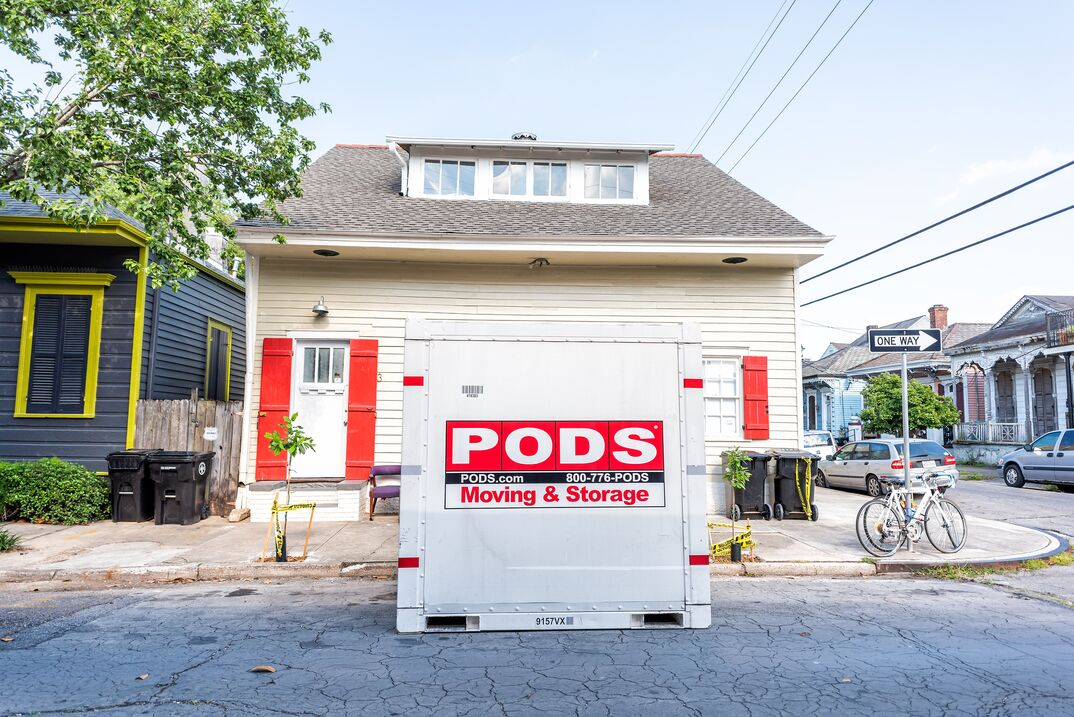 Pods storage container for moving on road