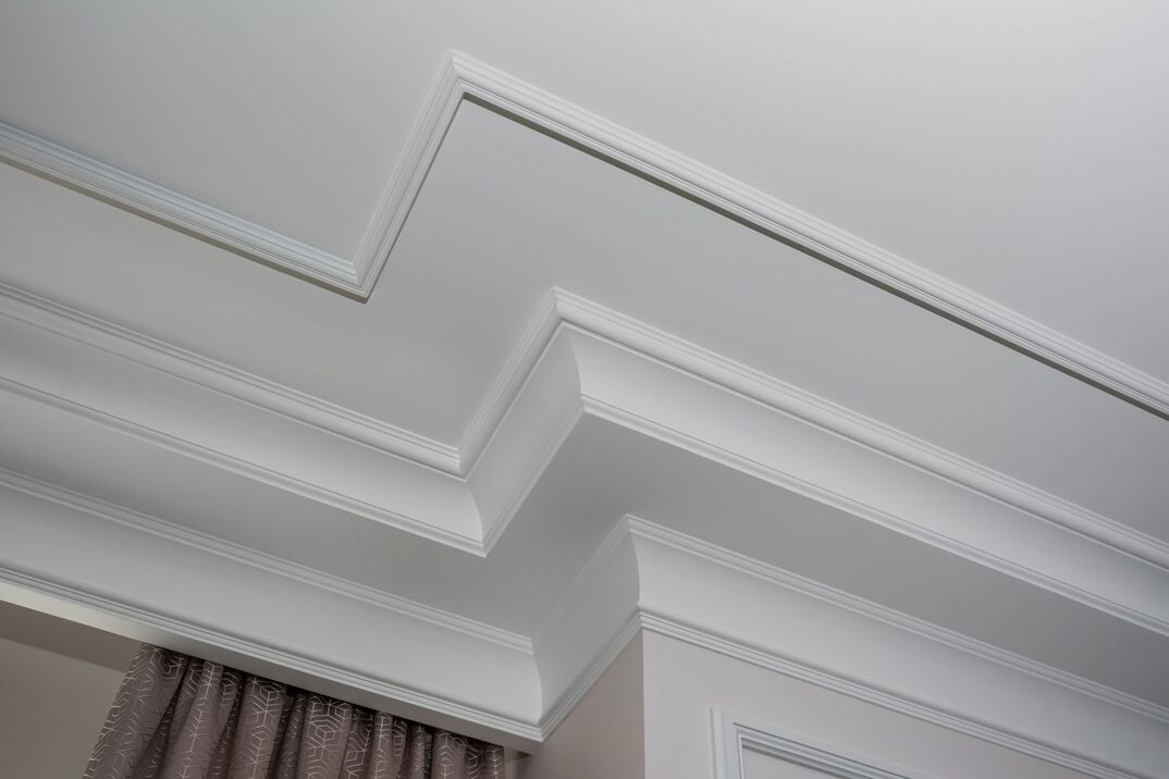 Detail of intricate corner crown molding   a detail of corner ceiling