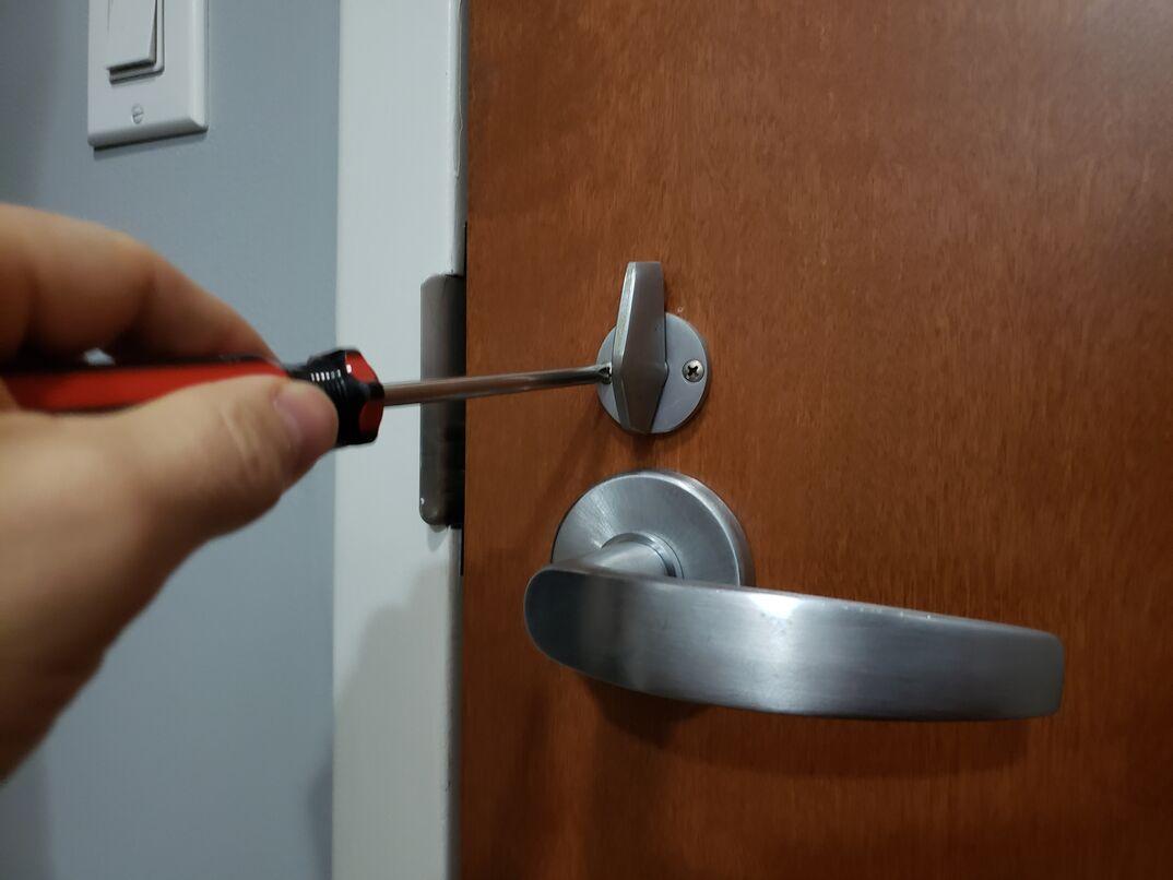 deadbolt door lock and handle