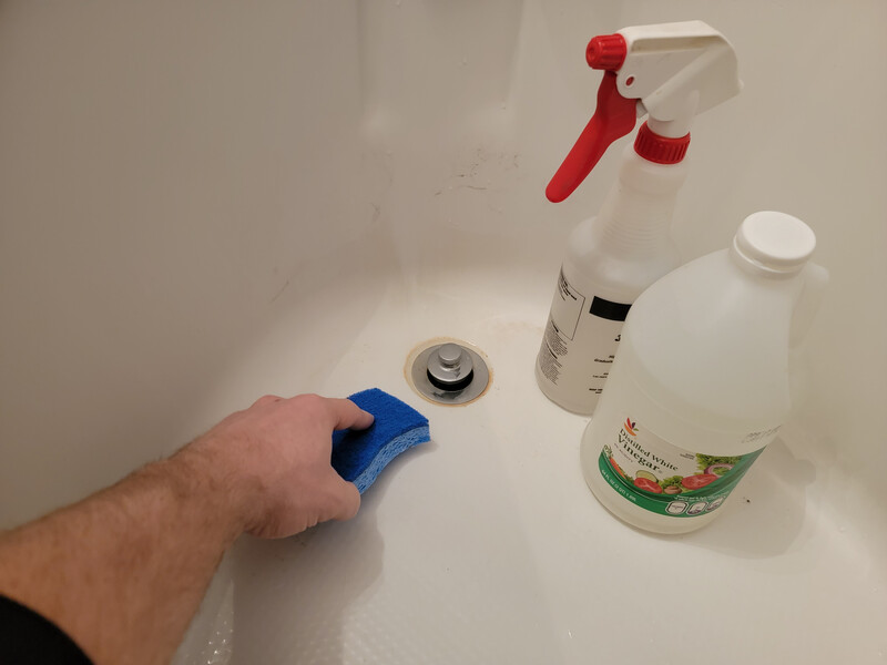 cleaning bathtub