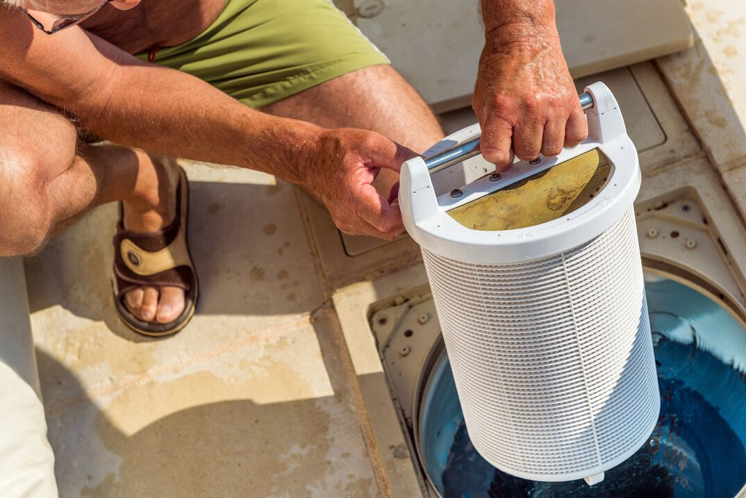 man lifting control filtration system for a pool